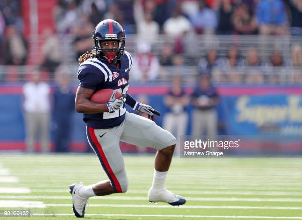Dexter McCluster of the Ole Miss Rebels rushes against the Tennessee Volunteers at VaughtHemingway Stadium on November 14 2009 in Oxford Mississippi