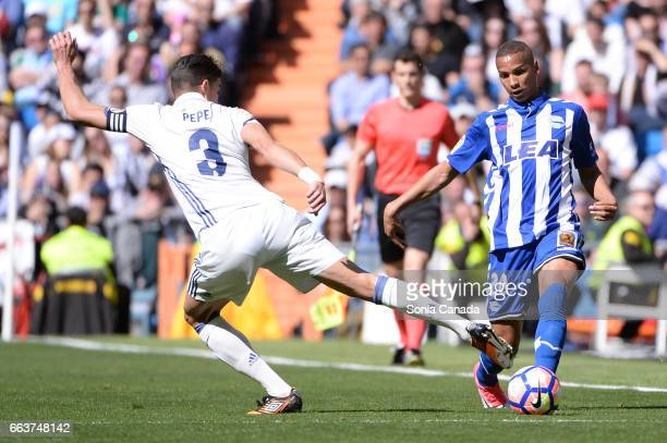 Deyverson #20 of Deportivo Alaves and Pepe #3 of Real Madrid during the La Liga match between Real Madrid CF v Deportivo Alaves at Santiago Bernabeu...