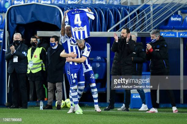 Deyverson of Deportivo Alaves celebrates after scoring their sides second goal during the La Liga Santander match between Deportivo Alavés and SD...