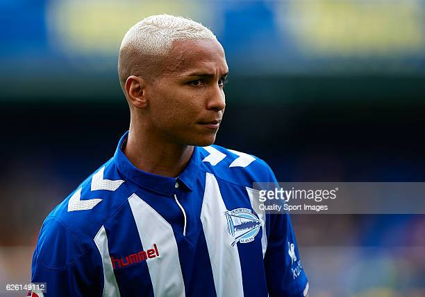 Deyverson of Deportivo Alaves looks on prior to the La Liga match between Villarreal CF and Deportivo Alaves at El Madrigal on November 27 2016 in...