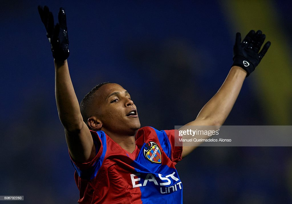 Deyverson of Levante celebrates scoring his team's second goal during the La Liga match between Levante UD and UD Las Palmas at Ciutat de Valencia Stadium on January 25, 2016 in Valencia, Spain.