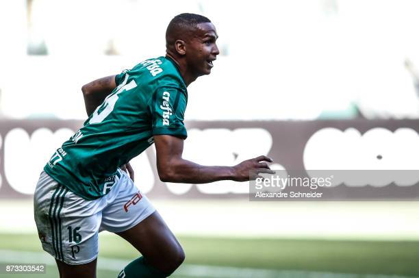 Deyverson of Palmeiras celebrates after scoring their first goal during the match between Palmeiras and Flamengo for the Brasileirao Series A 2017 at...