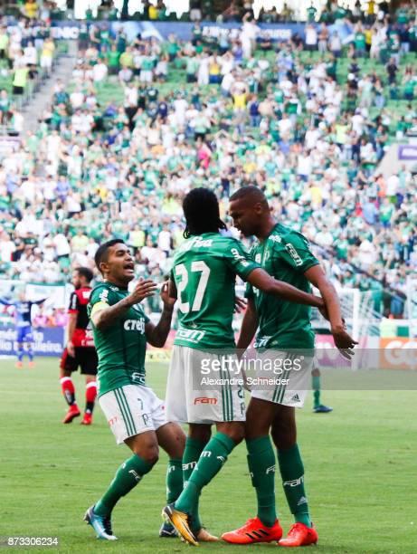 Deyverson of Palmeiras celebrates after scoring their second goal during the match between Palmeiras and Flamengo for the Brasileirao Series A 2017...