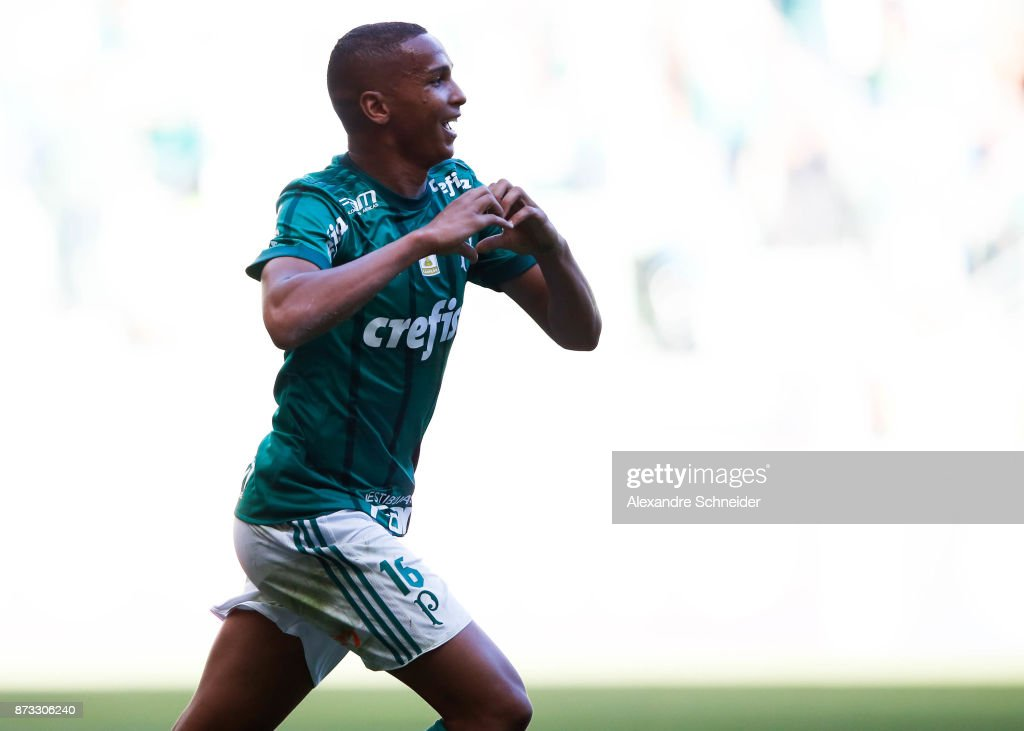Deyverson #16 of Palmeiras celebrates after scoring their second goal during the match between Palmeiras and Flamengo for the Brasileirao Series A 2017 at Allianz Parque Stadium on November 12, 2017 in Sao Paulo, Brazil.