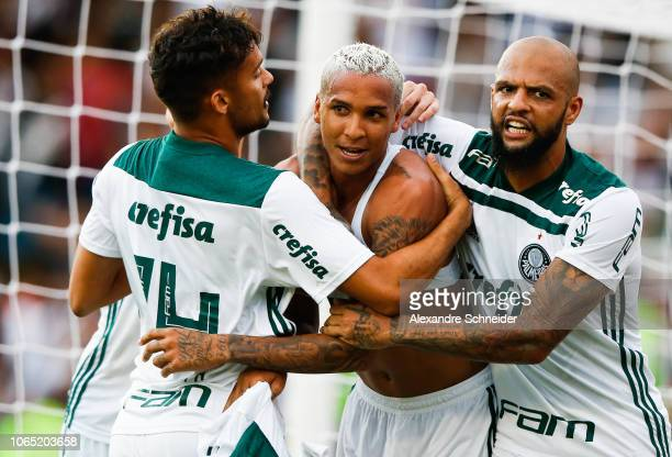 Deyverson of Palmeiras celebrates with his teammates after scoring the first goal of his team during the match against Vasco da Gama for the...