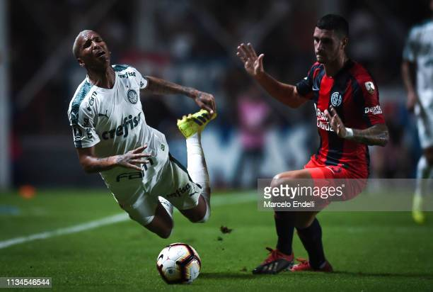 Deyverson of Palmeiras fights for the ball with Marcos Senesi of San Lorenzo during a group F match between San Lorenzo and Palmeiras as part of Copa...