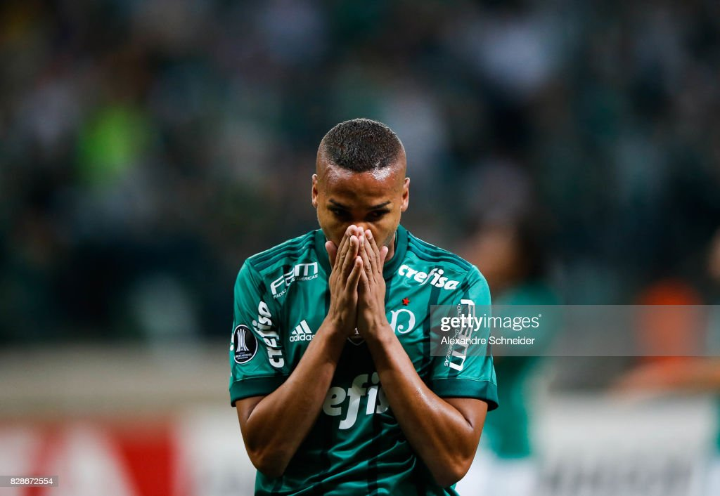 Deyverson of Palmeiras in action during the match between Palmeiras and Barcelona de Guayaquil for the Copa Bridgestone Libertadores 2017 at Allianz Parque Stadium on August 09, 2017 in Sao Paulo, Brazil.