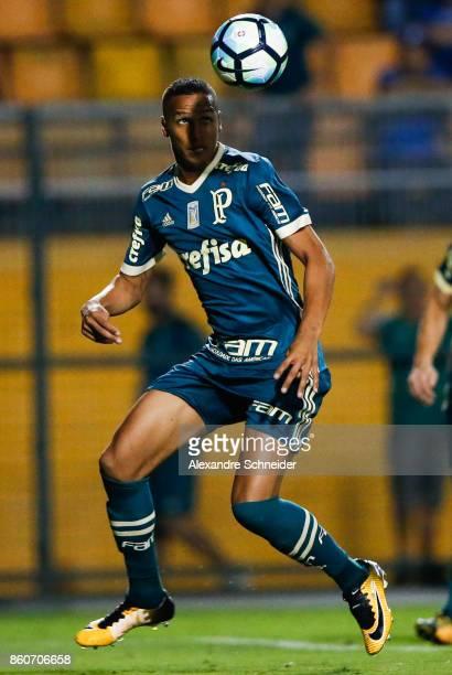 Deyverson of Palmeiras in action during the match between Palmeiras v Bahia for the Brasileirao Series A 2017 at Pacaembu Stadium on October 12 2017...