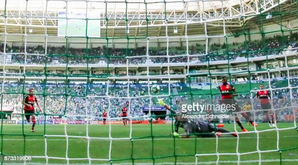 Deyverson of Palmeiras scores their first goal during the match between Palmeiras and Flamengo for the Brasileirao Series A 2017 at Allianz Parque...