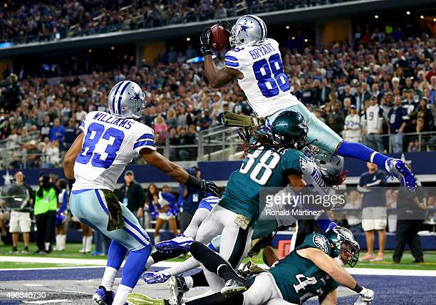 Dez Bryant of the Dallas Cowboys catches a touchdown pass against EJ Biggers of the Philadelphia Eagles as teammate Terrance Williams looks on in the...