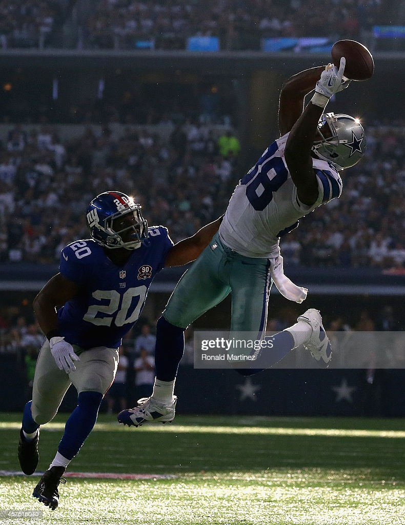 Dez Bryant #88 of the Dallas Cowboys makes a pass reception against Prince Amukamara #20 of the New York Giants in the fourth quarter at AT&T Stadium on October 19, 2014 in Arlington, Texas.