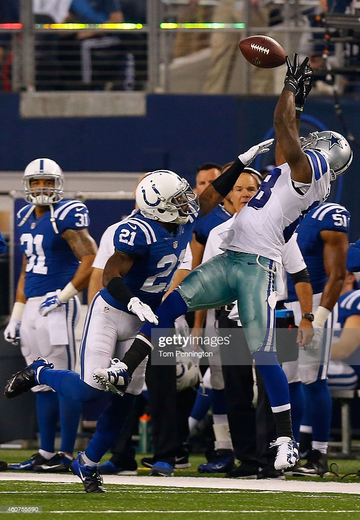 Dez Bryant Of The Dallas Cowboys Makes The Catch As Vontae