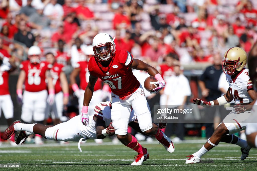 Dez Fitzpatrick #87 of the Louisville Cardinals runs after a catch in the first quarter of a game against the Boston College Eagles at Papa John's Cardinal Stadium on October 14, 2017 in Louisville, Kentucky.