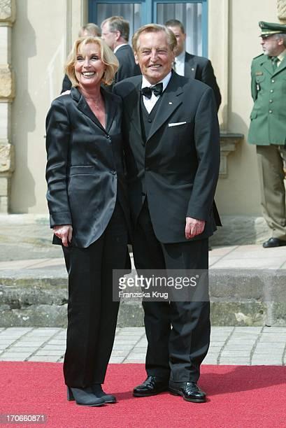 Dfb Präsident Gerhard Mayer Vorfelder Ehefrau Margit Bei Eröffnung Der Bayreuther Festspiele