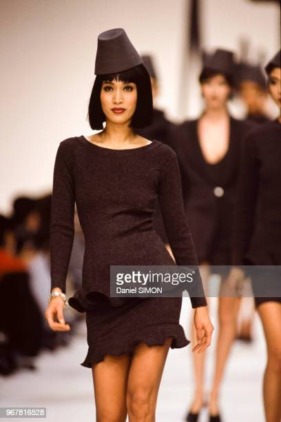 Défilé Angelo Tarlazzi PrêtàPorter collection AutomneHiver 199091 à Paris le 15 mars 1990 France