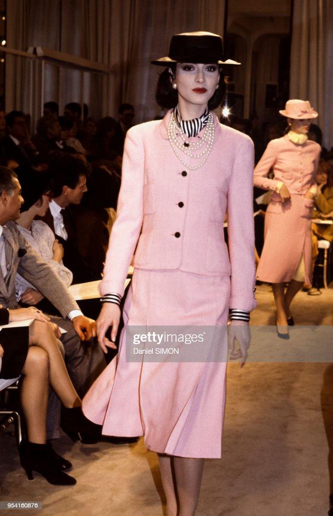 Mode Haute Couture Printemps-Eté 1983 : News Photo