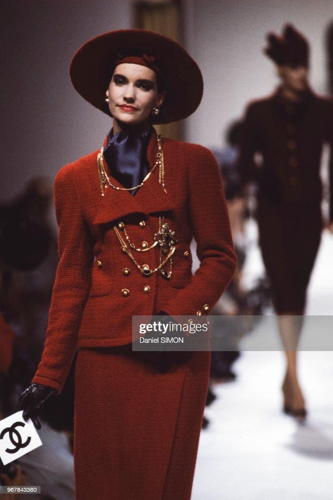 Défilé Chanel, Haute-Couture, Automne-Hiver 83/84 à Paris : News Photo