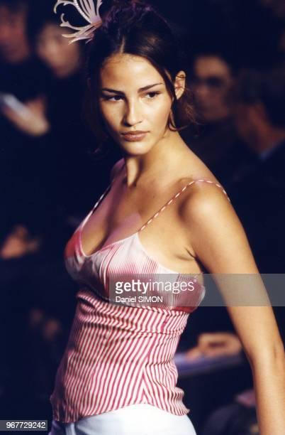 Défilé Chloe lors des présentations de Prêtàporter PrintempsEté 1999 le 13 octobre 1998 à Paris France