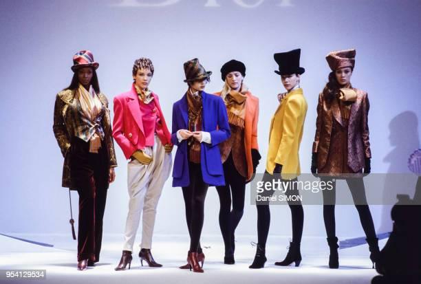 Défilé Christian Dior collection Prêt-à-Porter Automne-Hiver 1994-1995 en mars 1994 à Paris, France.