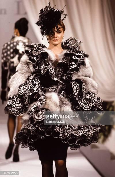Défilé Christian Dior, Haute-Couture, collection Automne-Hiver 1989/90 à Paris le 23 juillet 1989, France.