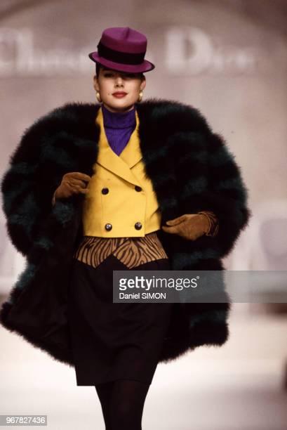 Défilé Christian Dior, Prêt-à-porter, collection Automne-Hiver 1988/89 à Paris le 21 mars 1988, France.