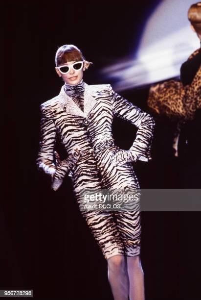 Défilé Christian Dior, Prêt-à-Porter, collection Automne-Hiver 1995-96 à Paris en mars 1995, France.
