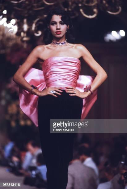 Défilé CYves Saint Laurent, Haute-Couture, collection Automne-Hiver 83/84 à Paris le 27 juillet 1983, France.