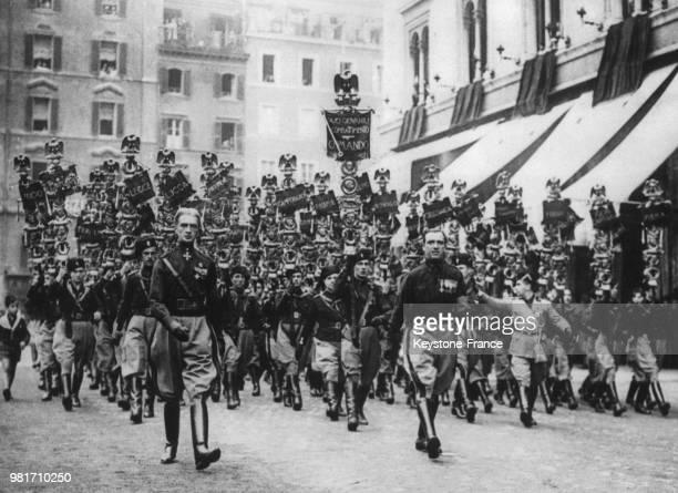 Défilé de jeunes fascistes à Rome en Italie.