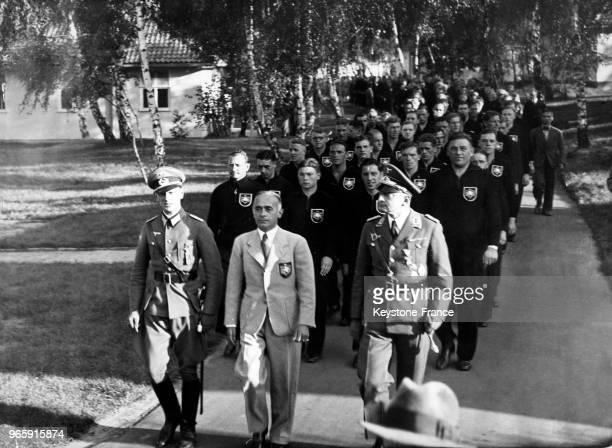 Défilé de l'équipe allemande au village olympique le 31 juillet 1936 à Berlin Allemagne