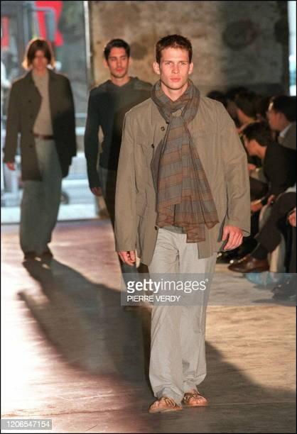 Défilé de mode Printemps Ete 1997 1998 mode pour les hommes de DRIES VAN NOTEN
