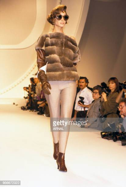 Défilé de prêt-à-porter Christian Dior hiver 1991 en mars 1991 à Paris, France.