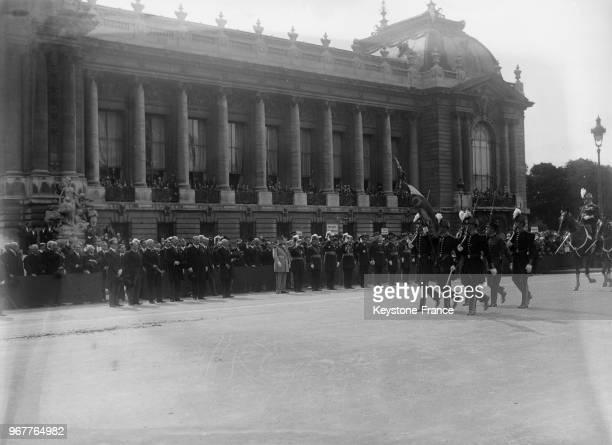 Défilé des SaintCypriens devant le Président de la République à Paris France le 14 juillet 1933