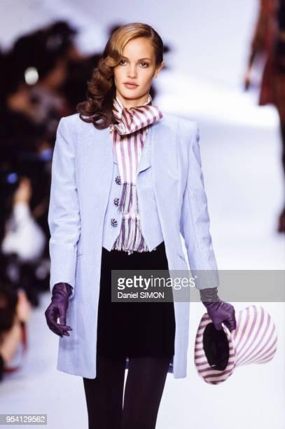 Défilé Dior collection Prêt-à-Porter Automne-Hiver 1994-1995 en mars 1994 à Paris, France.