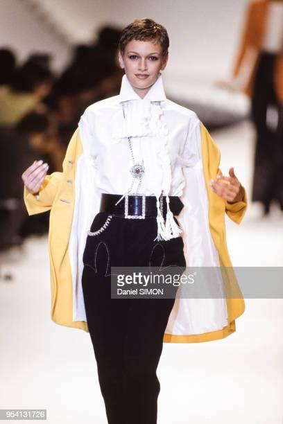 Défilé Dior, collection Prêt-à-Porter Printemps-Eté 1994 le 11 octobre 1993 à Paris, France.