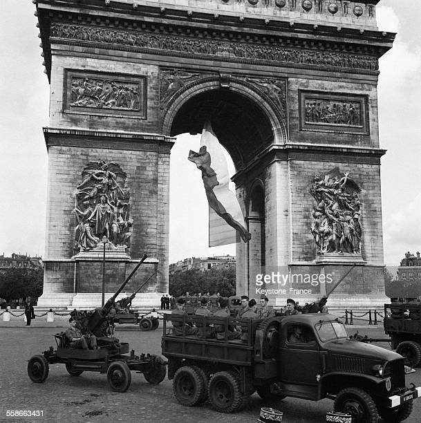 Défilé du 14 juillet Place de l'Etoile à Paris France le 14 juillet 1961