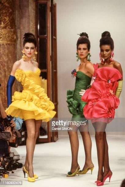 Défilé Emanuel Ungaro Haute Couture collection Printempsété 1988 à Paris le 26 janvier 1988 France