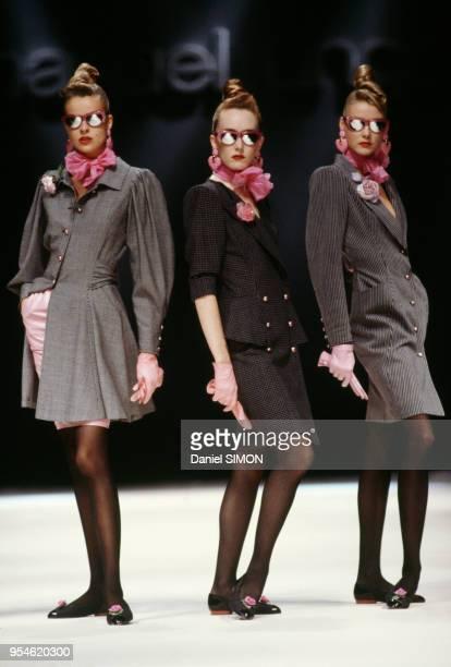 Défilé Emanuel Ungaro PrêtàPorter collection Printempsété 1989 à Paris en octobre 1988 France