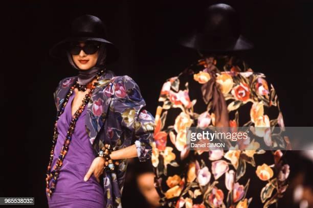 Défilé Emmanuel Ungaro PrêtàPorter collection Printemps/été 1990 à Paris le 24 octobre 1989 France