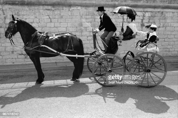Défilé en costume traditionnel provençal pendant les fêtes de la Tarasque fêtes traditionnelles le dernier week end de juin célébrant SainteMarthe et...