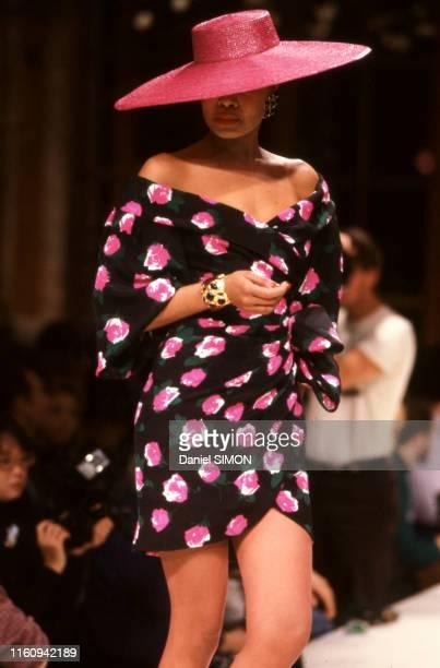 Défilé Givenchy, Haute-Couture, collection Printemps/été 1988 à Paris, le 28 janvier 1988, France.