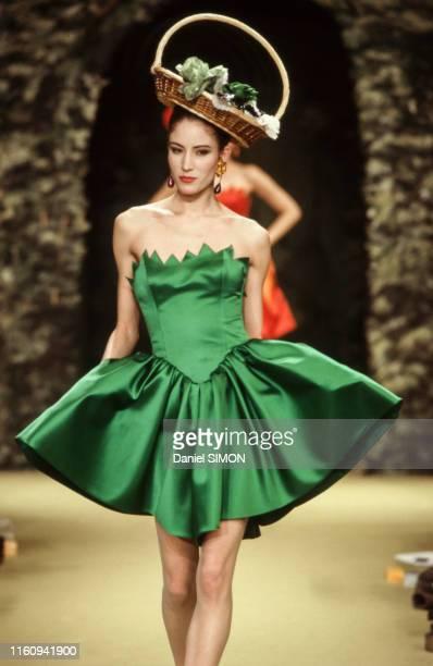 Défilé Lanvin, Haute Couture, collection Printemps-été 1988 à Paris le janvier 1988, France.