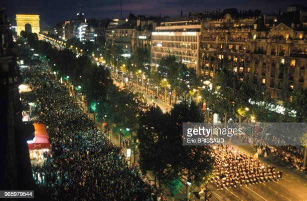 Défilé organisé par Jean-Paul Goude sur les Champs-Elysées lors de la commémoration du bicentenaire de la Révolution française le 14 juillet 1989 à...
