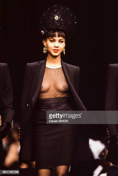 Défilé Sonia Rykiel, Prêt-à-Porter, collection Automne-Hiver 1990-91 à Paris en mars 1990, France.