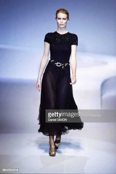 Défilé Valentino, Prêt-à-Porter, collection Automne-Hiver 1996-97 à Paris en mars 1996, France.