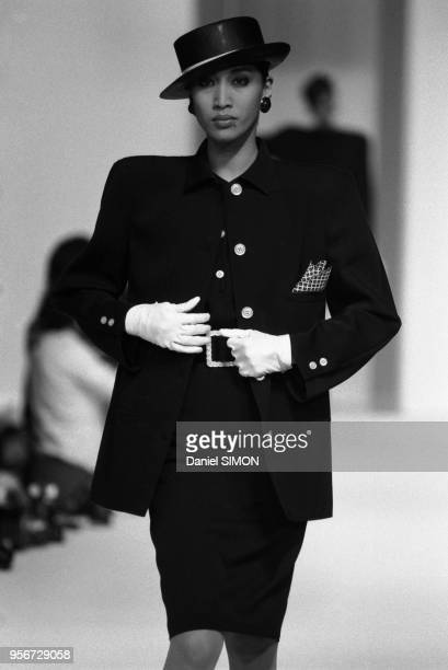 Défilé Valentino, Prêt-à-Porter, collection Printemps-été 1985 à Paris, octobre 1984, France.