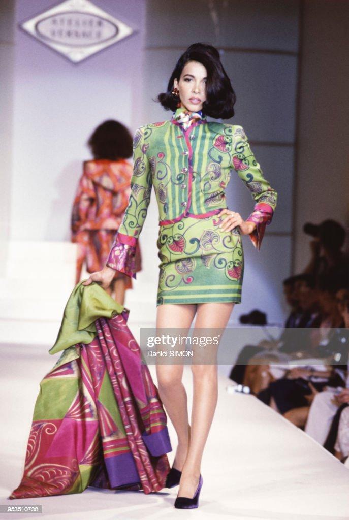 Mode Haute Couture Automne-Hiver 1990-1991 : News Photo