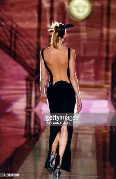 Défilé Versace, Haute Couture, collection Printemps-été 1996 à Paris le 21 janvier 1996, France.