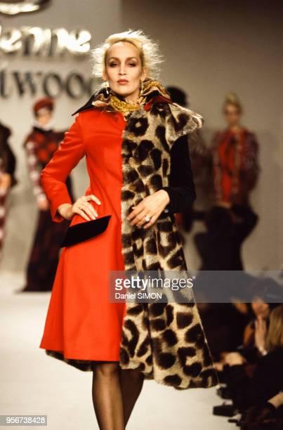 Défilé Vivienne Westwood, Prêt-à-Porter, collection Automne-Hiver 1996-97 à Paris en mars 1996, France.