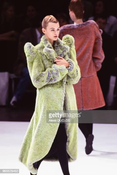 Défilé Yohji Yamamoto, Mode Automne-Hiver 96 à New York le 26 mars 1996, Etats-Unis.