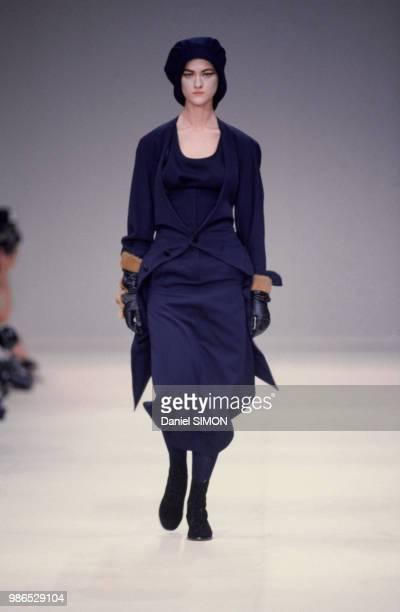Défilé Yohji Yamamoto, Prêt-à-Porter, collection Automne-Hiver 1985/86 à Paris le 21 mars 1985, France.